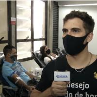 O engenheiro de produção Gabriel Pinheiro que recebeu transfusão após um acidente e voltou a doar sangue para retribuir a ajuda